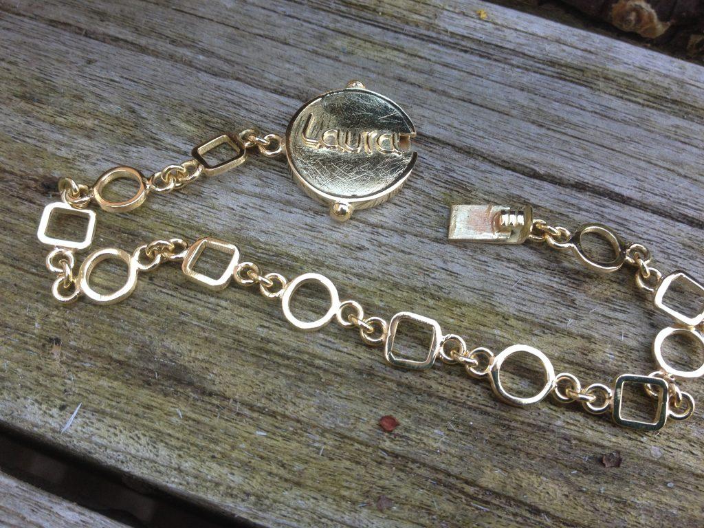 Handgemaakt gouden schakelarmband met naam